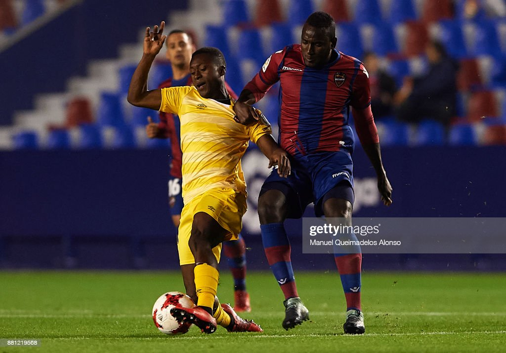 El Hacen of Levante competes for the ball with Marlos Moreno (L) of Girona during the Copa del Rey, Round of 32, Second Leg match between Levante and Girona at Ciudad de Valencia Stadium on November 28, 2017 in Valencia, Spain.