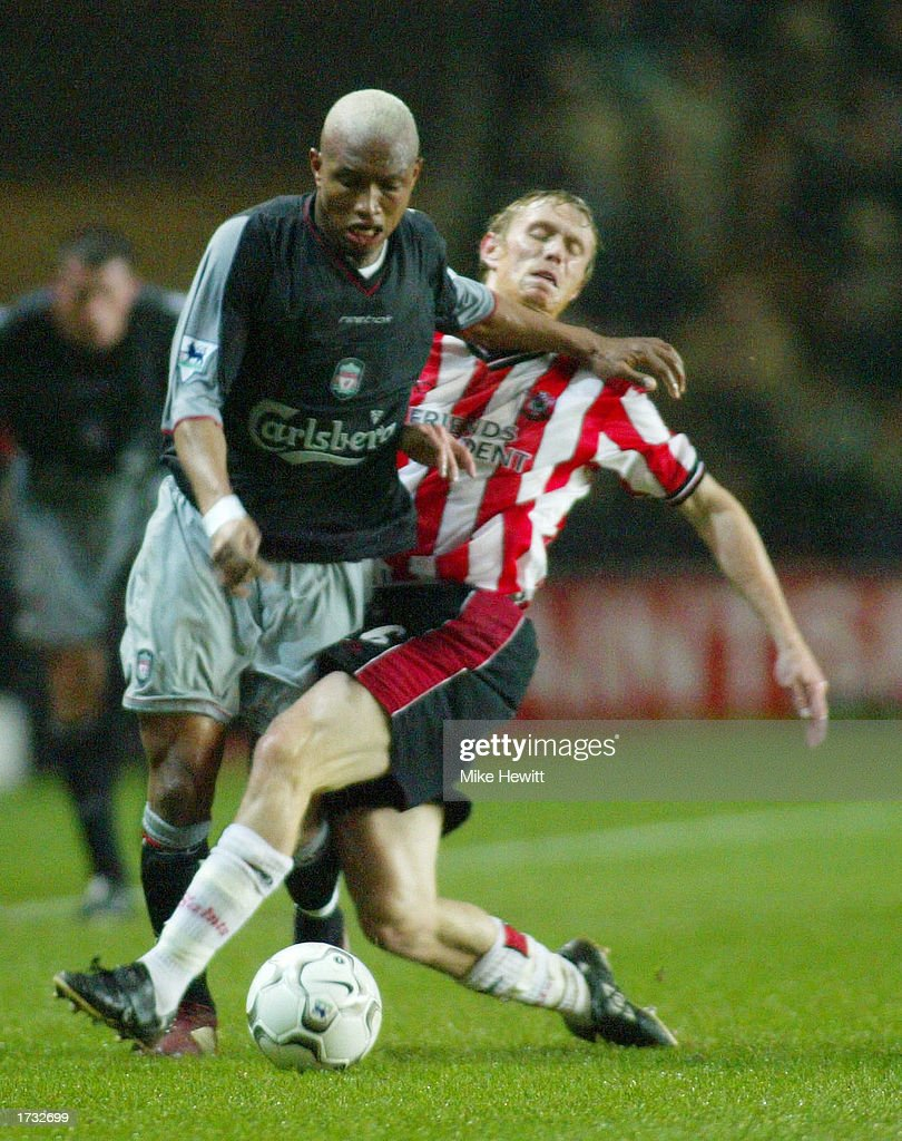 Diouf battles with Ormerod : News Photo