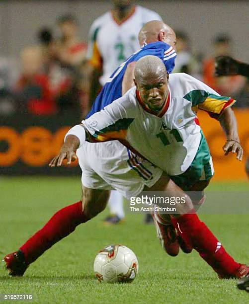 El Hadji Diouf of Senegal is challenged by Frank Leboeuf of France during the FIFA World Cup Korea/Japan Group A match between France and Senegal at...