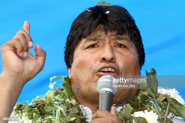 El lider cocalero Evo Morales candidato indigena por el Movimiento Al Socialismo da un discurso el 29 de octubre de 2005 durante un acto en la...