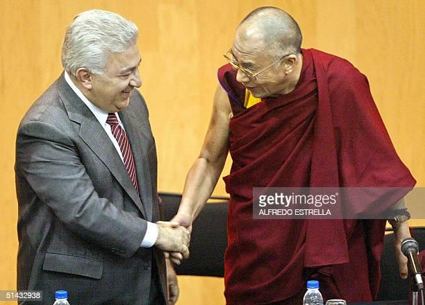 El lider tibetano y premio nobel de la Paz 1989, Dalai Lama Tensing Gyatso , se despide del diputado Emilio Chuayfet, del Partido Revolucionario...