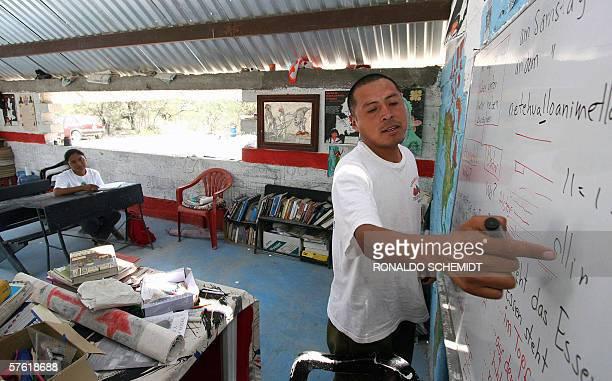 El maestro Citlalxochitzin da clases en En la zona mixteca del estado de Puebla en una escuela rural independiente con tendencias zapatistas donde...