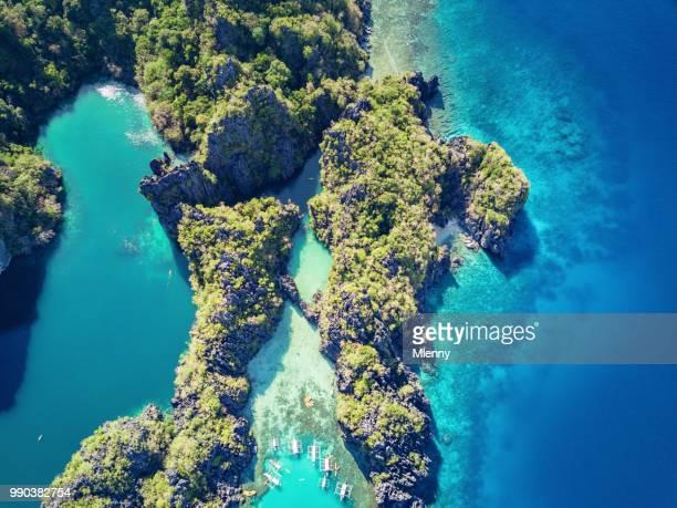 el nido grote lagune en kleine lagune palawan miniloc island filippijnen - lagune stockfoto's en -beelden