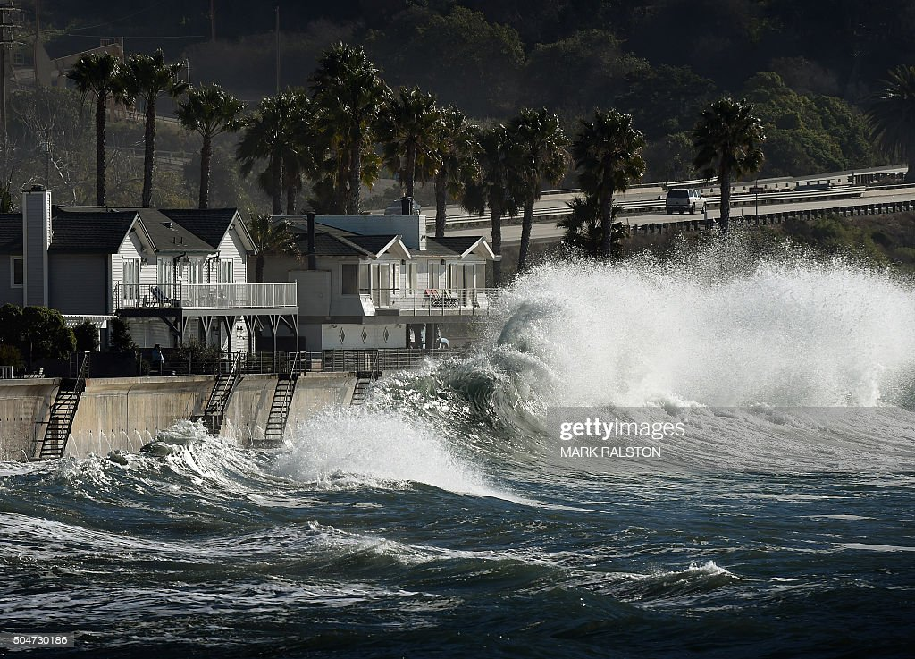 US-ENVIRONMENT-EL NINO-SURF : News Photo