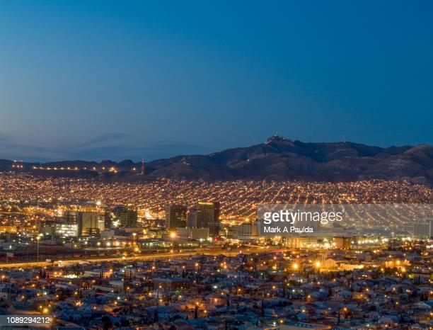 el paso and juarez cityscape - テキサス州エルパソ市 ストックフォトと画像