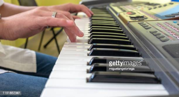 el pianista - keyboard player stock photos and pictures