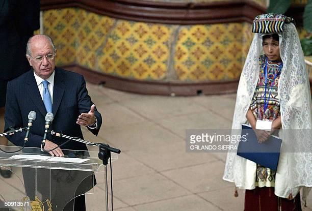 El presidente Chile Ricardo Lagos pronuncia un discurso el 31 de mayo de 2004 en el Palacio Nacional de la Cultura en Ciudad de Guatemala observado...