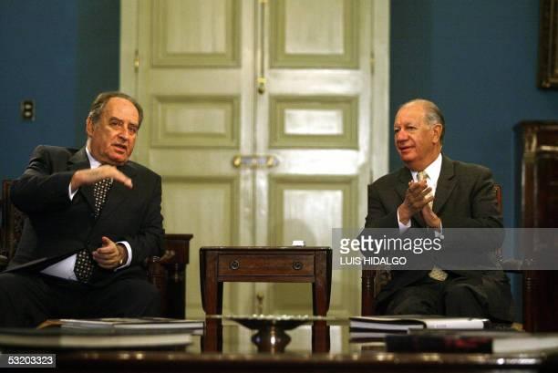 El presidente chileno Ricardo Lagos se reune con el presidente del Congreso de Peru, Antero Flores-Araoz , en Santiago, el 06 de julio de 2005. La...