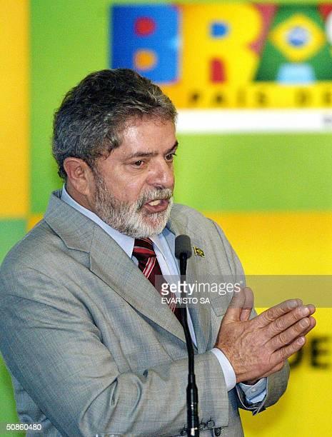 El presidente de Brasil Luiz Inacio Lula da Silva brinda un discurso durante una ceremonia en el Palacio de Planalto en al que anuncio inversiones de...