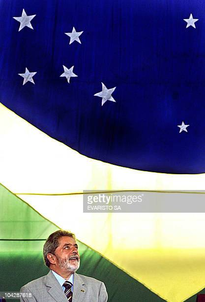 El presidente de Brasil Luiz Inacio Lula da Silva durante la ceremonia de embarque de los universitarios que participan del Proyecto Rondon el 03 de...