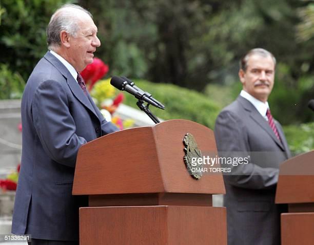 El presidente de Chile Ricardo Lagos , junto al presidente de Mexico Vicente Fox, habla durante una conferencia de prensa ofrecida el 22 de...