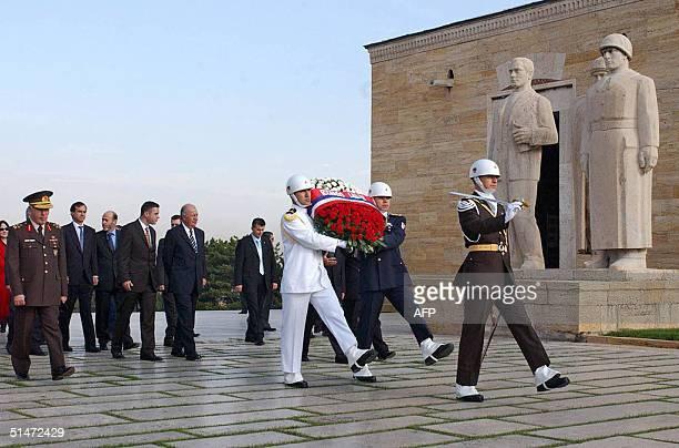 El presidente de Chile Ricardo Lagos participa en una ceremonia en la tumba de Mustafa Kemal Ataturk el fundador y primer presidente de Turquia el 12...