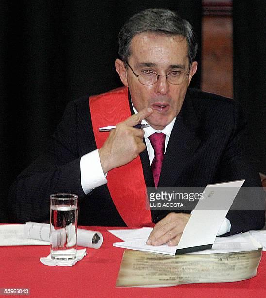 El presidente de Colombia Alvaro Uribe asiste a la Universidad Libre donde le fue otrogado un Doctorado Honoris Causa en Derecho y Ciencias Politicas...