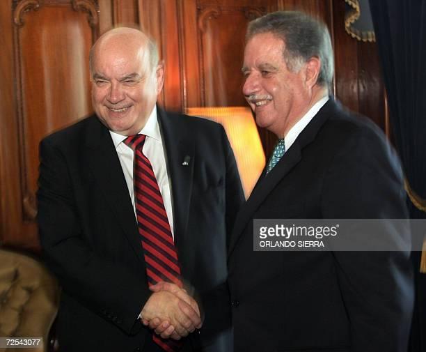 El presidente de Guatemala Oscar Berger recibe en el Palacio Nacional de la Cultura al secretario general de la Organizacion de Estados Americanos...