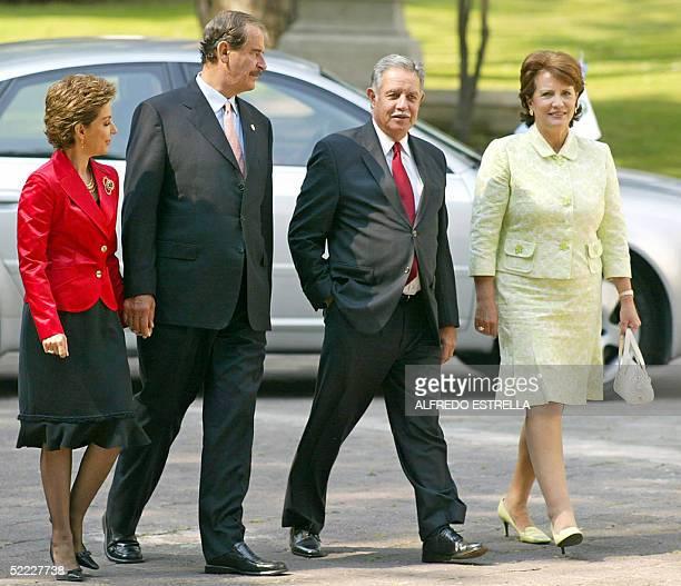 El presidente de Mexico Vicente Fox acompanado de su esposa Martha Sahagun reciben al presidente de Guatemala Oscar Berger y su esposa Wendy Widmann...
