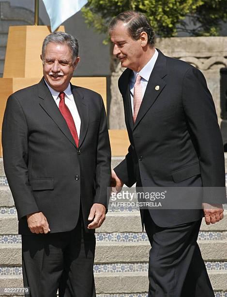 El presidente de Mexico Vicente Fox recibe a su homologo de Guatemala Oscar Berger en la ceremonia de recepcion en la residencia oficial de los Pinos...