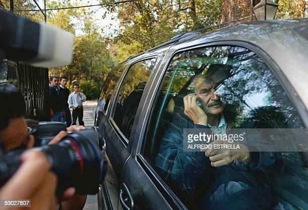 El presidente de Mexico Vicente Fox se retira de la casa de Adolfo Aguilar Zinser en Ciudad de Mexico el 06 de junio de 2005 Aguilar Zinser ex...