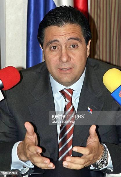 El presidente de Panama Martin Torrijos habla durante una conferencia de prensa ofrecida a medios extranjeros el 12 de octubre de 2005 en Ciudad de...