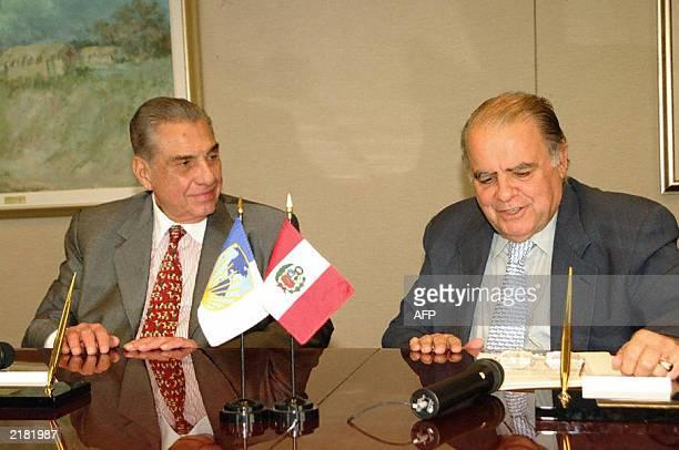 El Presidente del Banco Interamericano de Desarrollo Enrique Iglesias y el Ministro de Economia y Finanzas del Gobierno peruano Javier Silva Ruete...