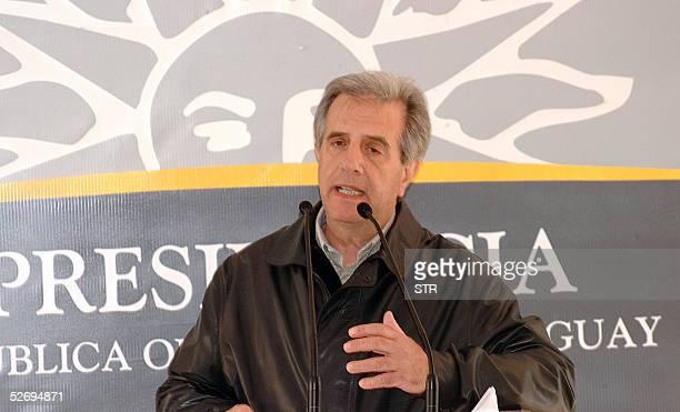 El presidente uruguayo Tabare Vazquez pronuncia un discurso el 25 de abril de 2005 en el poblado de Zapican 260 km al noreste de Montevideo El...