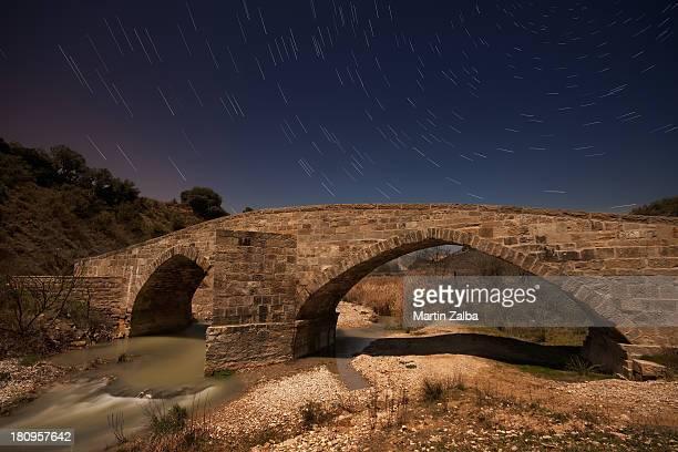 el puente de los peregrinos - pamplona stock pictures, royalty-free photos & images