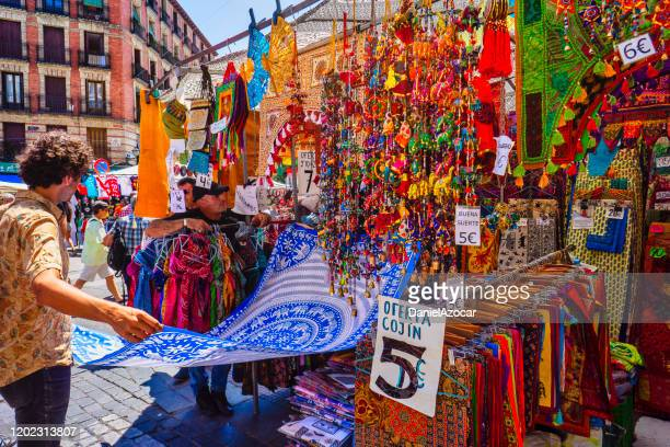 el rastro is an open-air market in madrid, in the neighborhood of la latina. - el rastro stock pictures, royalty-free photos & images