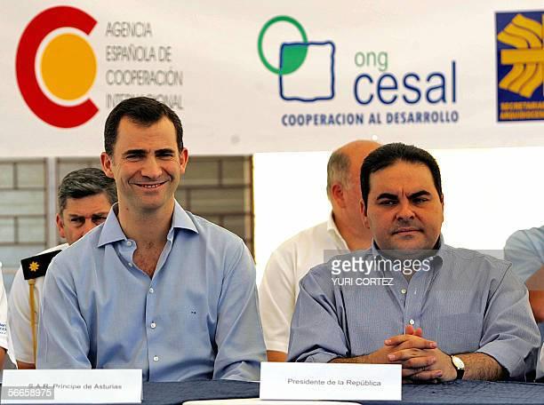 El Salvador: El Principe de Espana, Felipe de Borbon acompanado del presidente salvadoreno, Antonio Saca participa 24 de enero de 2006 en la...