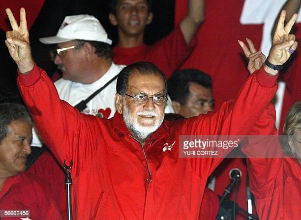 En esta foto de archivo de marzo de 2004 el emblematico exjefe guerrillero del Frente Farabundo Marti para la Liberacion Nacional Shafick Handal de...