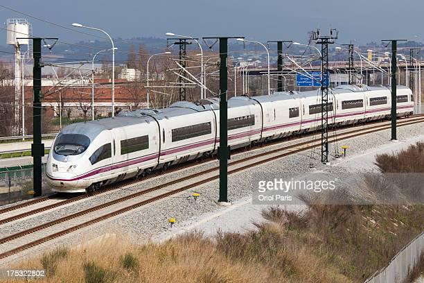 CONTENT] El Siemens 103006 haciendo un servicio Avant de FigueresVilafant a Barcelona a su paso por Mollet una vez siga de Barcelona a Madrid ya lo...