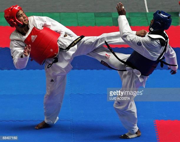 El venezolano Danny Miranda disputa su combate con el ecuatoriano Edgar Borja en la categoria de 67 kg de taekwondo de los XV Juegos Bolivarianos en...