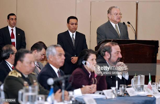 El vice presidente de Guatemala Eduardo Stein inaugura la II reunion de Secretarios y Ministros de Gobernacion Seguridad Justicia y Defensa de El...