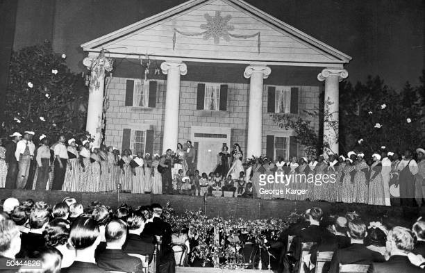 Elaborate stage set at the Gone With the Wind premiere