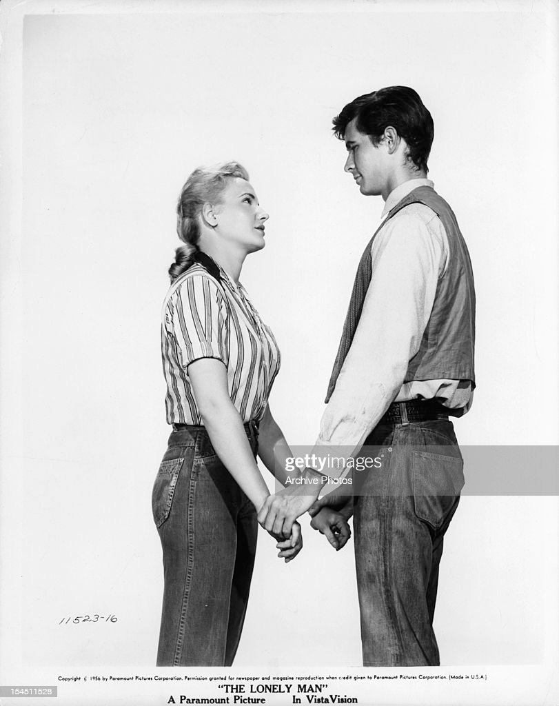 Elaine Aiken And Anthony Perkins In 'The Lonely Man' : News Photo