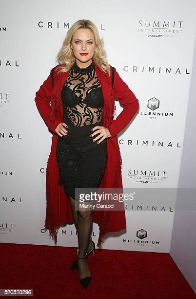 Elaine Hendrix attends the New York Premiere of 'CRIMINAL' at AMC Loews Lincoln Square 13 theater on April 11 2016 in New York City