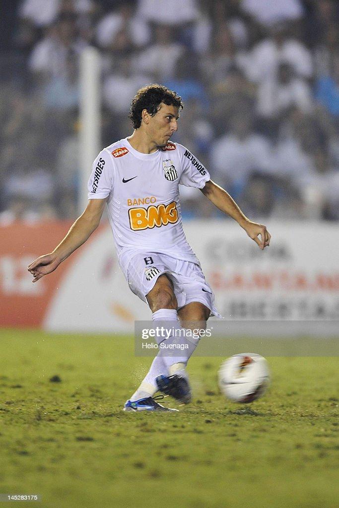 Santos v Velez - Copa Libertadores 2012