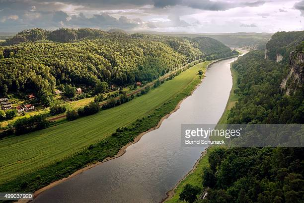 elbe valley and elbe sandstone mountains - bernd schunack stock-fotos und bilder