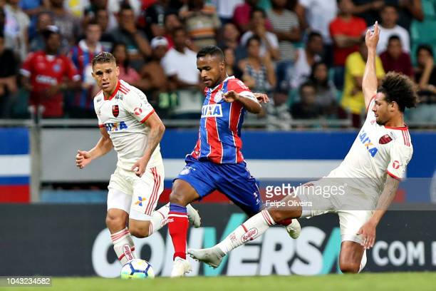Elber of Bahia struggles for the ball with Willian Arao of Flamengo during a match between Bahia and Flamengo as part of Brasileirao Series A 2018 at...