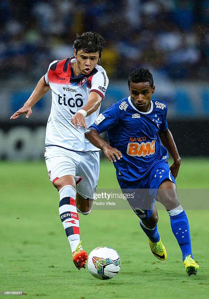 Elber of Cruzeiro and Oscar Romero of Cerro Porteno during the match between Cruzeiro v Cerro Porteno for the Copa Briedgestone Liberators 2014 at Mineirao stadium on april 16, 2014 in Belo Horizonte, Brazil.