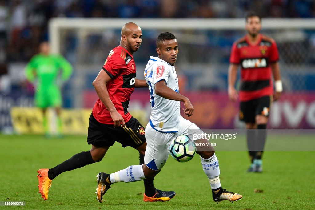 Elber #23 of Cruzeiro and Patrick #88 of Sport Recife battle for the ball during a match between Cruzeiro and Sport Recife as part of Brasileirao Series A 2017 at Mineirao stadium on August 20, 2017 in Belo Horizonte, Brazil.