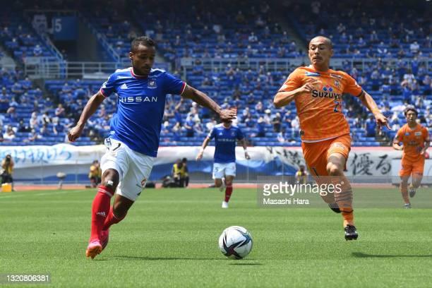 Elber of Yokohama F.Marinos in action during the J.League Meiji Yasuda J1 match between Yokohama F.Marinos and Shimizu S-Pulse at Nissan Stadium on...
