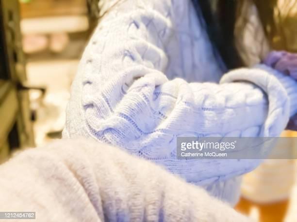 elbow to elbow greeting between two females at front door - abstand halten stock-fotos und bilder