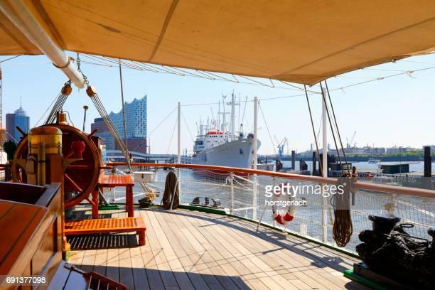Elbphilharmonie und Cap San Diego, Hamburg, Deutschland