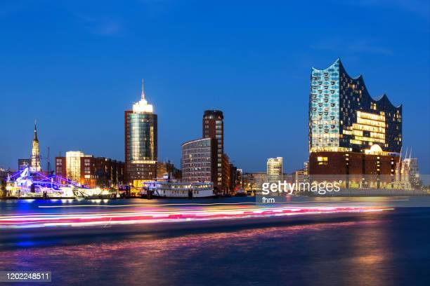 elbphilharmonie hamburg and skyline at blue hour (germany) - ローカルな名所 ストックフォトと画像