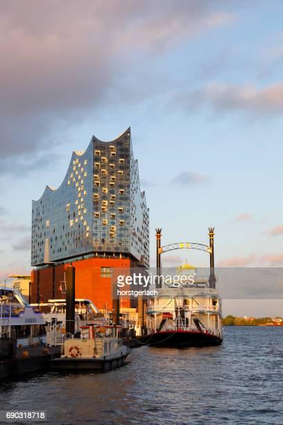Elbphilharmonie im Sonnenuntergang, Hamburg, Deutschland