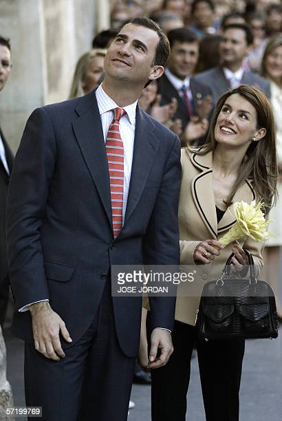 Spain's Prince Felipe and wife Letizia are seen during a visit to the Altamira Palace in Elche 28 March 2006 AFP PHOTO/JOSE JORDAN