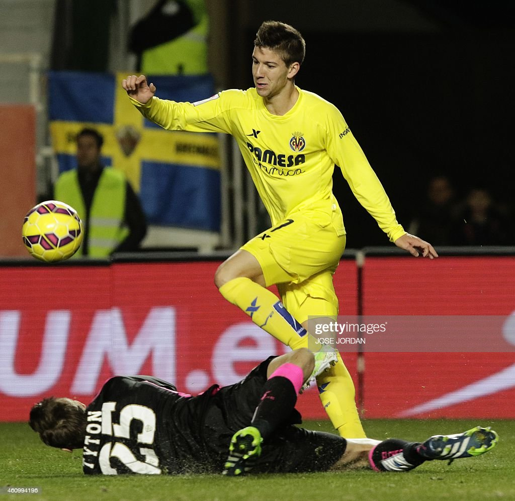 FBL-ESP-LIGA-ELCHE-VILLARREAL : News Photo
