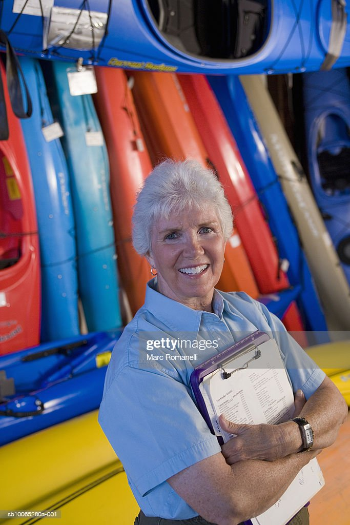 Elderly clerk in kayak shop : Foto stock