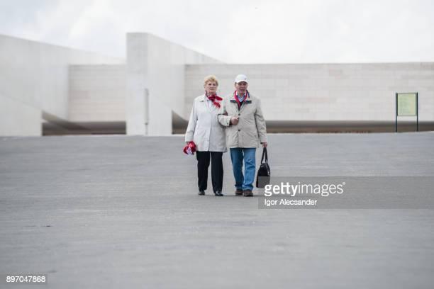 elderly couple, fátima portugal - fatima portugal imagens e fotografias de stock