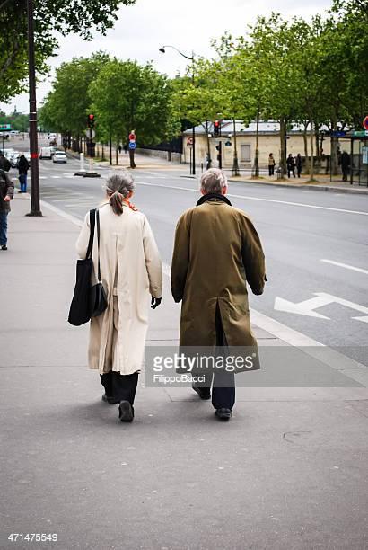 Älteres Ehepaar zu Fuß