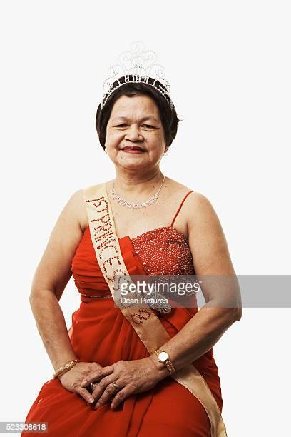 elderly female beauty contestant - sjerp stockfoto's en -beelden